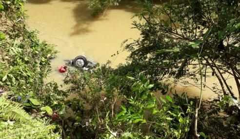Remaja Dikhuatiri Lemas Lori Terbabas Ke Dalam Sungai