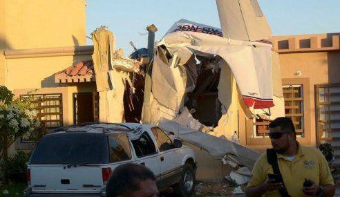 Pesawat Terhempas Atas Rumah Di Mexico
