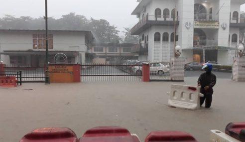 50 Mangsa Banjir Di Kuching Dipindahkan