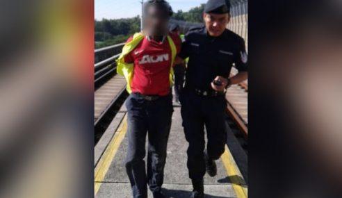 Lelaki Berjersi MU Ceroboh MRT, Punca Kelewatan