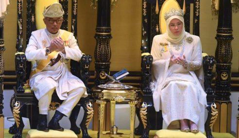 Al-Sultan Abdullah Naik Takhta Sebagai Agong Esok