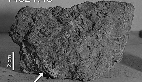 Batu Bumi Berusia 4 Bilion Tahun Ditemui Di Bulan