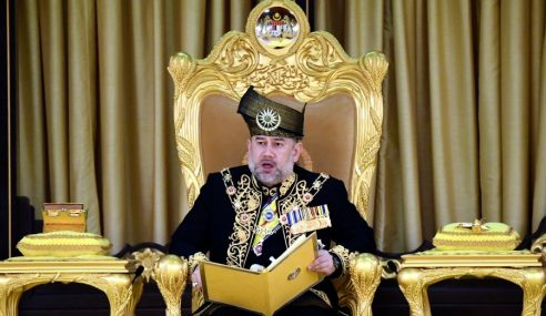 Sultan Muhammad V Agong Pertama Letak Jawatan