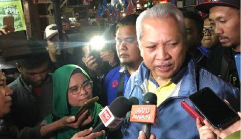 UMNO Saman 2 Bekas Ahli, 6 Pula Mahu Kembali