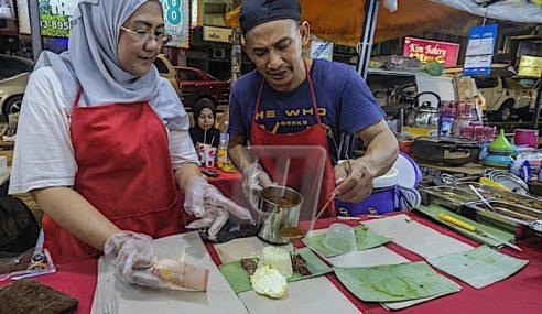 Rezeki Nasi Lemak Lima Sudu Di Pasar Malam Cina