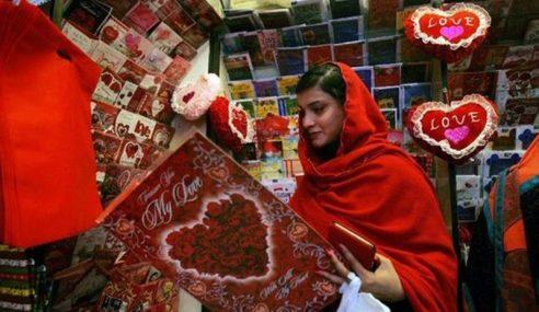 Hari Kekasih Versi Islamik, Pelajar Agih Tudung Percuma?