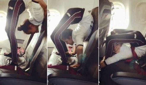 Pamer Aksi Lentur Badan Dalam Pesawat