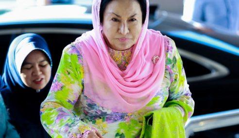 Mahkamah Arah Rosmah Periksa, Sahkan Barang Kemas