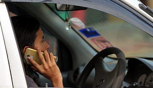 Guna Telefon Ganggu Fokus Memandu Hingga 10 Saat