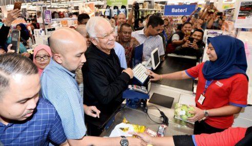 """""""Saya Pencuri Hati Rakyat,"""" Kata Najib"""