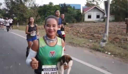 Berlari Sejauh 30km Sambil Bawa Anak Anjing