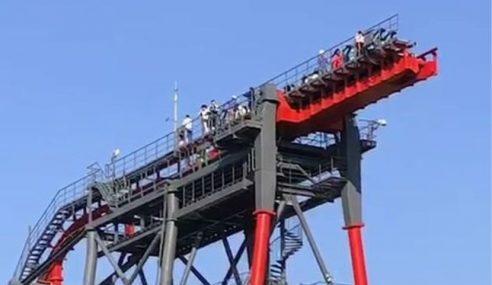 20 Pelancong Cemas Roller Coaster Dinaiki Rosak