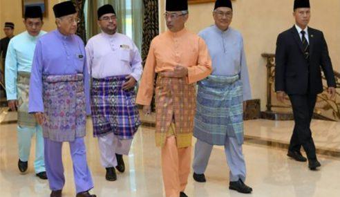 Agong Solat Jumaat Bersama PM, Menteri