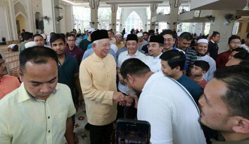 Nak Bersolat Di Masjid Pon Ada Lapor Polis, Kata Najib