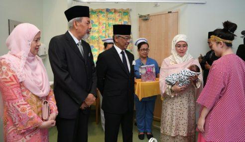 Agong Berkenan Lawat Hospital Wanita Dan Kanak-Kanak