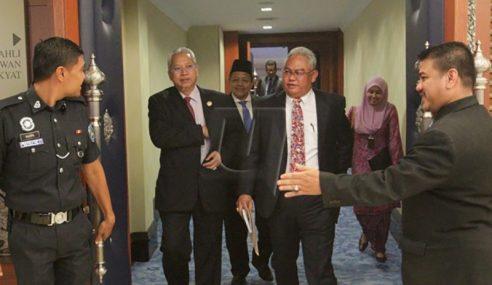 Wakil Rakyat Bertikam Lidah Isu Keluar-Masuk Dewan