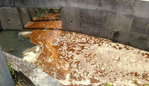 2 Hari Bersihkan Sisa Bahan Kimia Di Sungai Klang