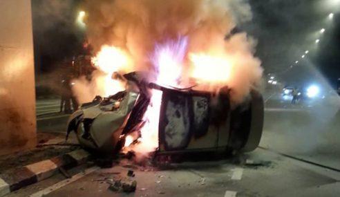 Lelaki Rentung Kereta Terbakar Dalam Kemalangan