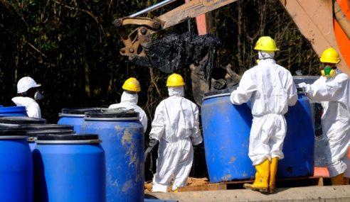 20 Tong Biru Disyaki Mengandungi Bahan Kimia Ditemui