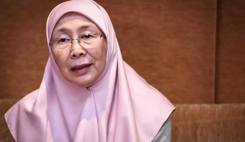 Wan Azizah Enggan Komen Isu Nurul Izzah