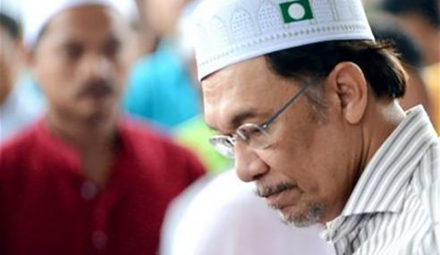 """""""Hey Anwar! Sedarlah Diri Sikit!"""""""
