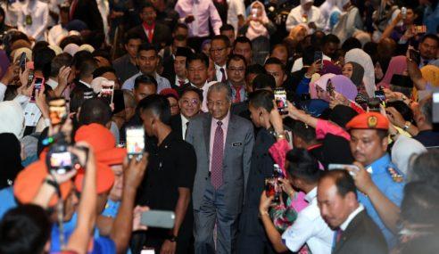 Penjawat Awam Diminta 'Ikat Perut' – Mahathir
