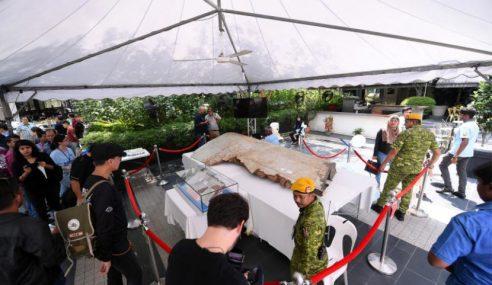 Pertama Kali 2 Serpihan MH370 Dipamer Kepada Awam