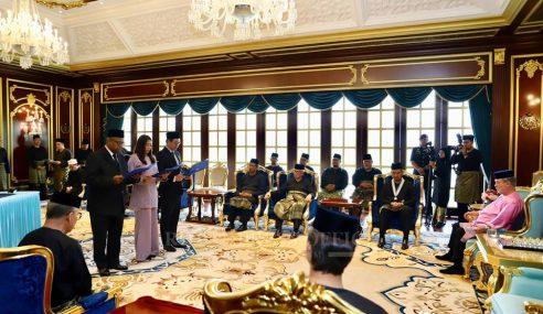 Exco Johor Sekarang Waktu Bekerja, Kurangkan Politik