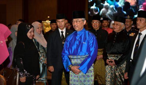 Agong Berkenan Melawat Majlis Islam Sarawak