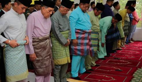 Agong Solat Jumaat Di Masjid Al-Iman