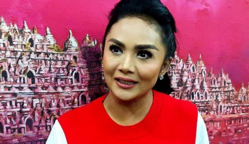 Krisdayanti Antara 50 Artis Bertanding Pemilu Indonesia