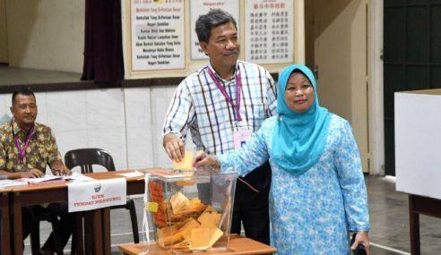 PRK Rantau: Tok Mat, Isteri Selesai Mengundi