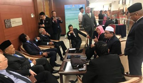 Sebut Pondan: BN, PAS Keluar Sidang Dewan Rakyat