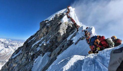 6 Pendaki Maut Terperangkap Kesesakan Di Everest