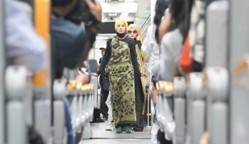 'Fashion Show' Produk Golongan Miskin Dalam Kereta Api