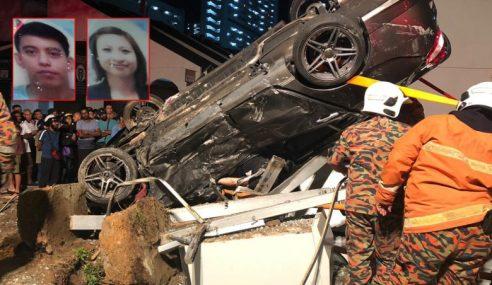 2 Maut Kereta Terbalik Rempuh Perhentian Bas