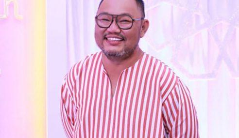 Michael Ang Tak Sabar Tunai Solat Jumaat Kali Pertama