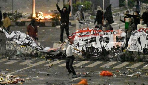 Rusuhan Jakarta: Indonesia Batas Akses WhatsApp