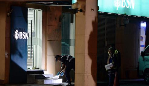 2 Lelaki Bertopeng Letupkan Mesin ATM