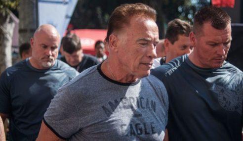 Arnold Schwarzenegger Ditendang Di Afrika Selatan