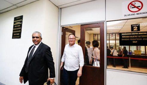 'Datuk', 2 Rakan Dituduh Palsu Dokumen Jual Beli