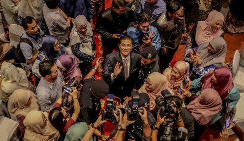 Azmin Tidak Perlu Bercuti – Mahathir