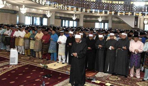 Agong Solat Sunat Aidilfitri Di Masjid Negara