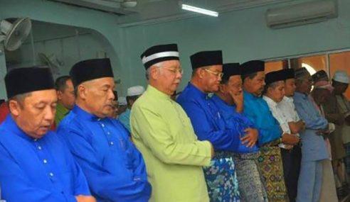 Penduduk Solat Jumaat Bersama Najib