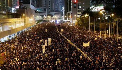 2 Juta Orang Sertai Tunjuk Perasaan Di Hong Kong