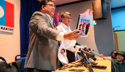 Johari Terima Manuskrip 'Mengapa Anwar Tak Boleh Jadi PM'