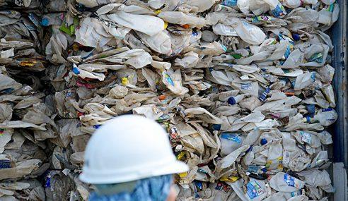 Kanada Enggan Ambil Balik Sampah Plastik Dari Malaysia