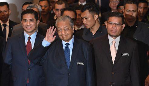 """""""Letak Jawatan Kerana Skandal Bukan Cara Kita"""" – Mahathir"""