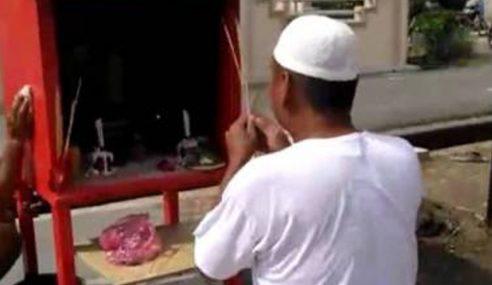 Lelaki Puja Tokong Dibebaskan