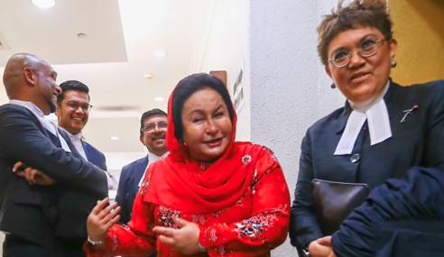 Rosmah Keluar Mahkamah Selepas Kehadirannya Dipersoal